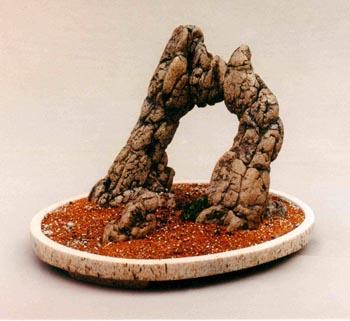 А это суйсеки - керамические композиции из природных камней на специальном подносе. Автор художник-керамист В.Юделевич